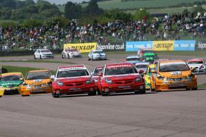 BTCC Start, Race , Tom Onslow-Cole (GBR) - VX Racing Vauxhall Vectra and Fabrizio Giovanardi (ITA) -