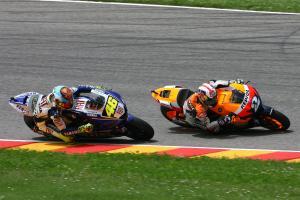 Rossi overtakes Pedrosa, Italian MotoGP Race 2008