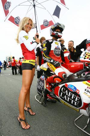Grid girl and Luthi, German 250GP 2009, Babe