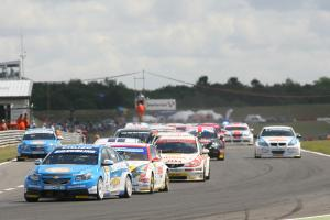Start, Jason Plato (GBR) - RML Chevrolet Lacetti leads