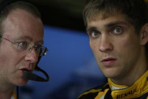 Friday Practice 2, Vitaly Petrov (RUS), Renault F1 Team, R30