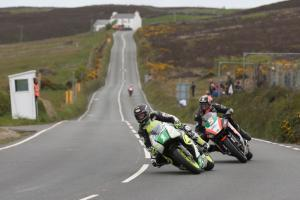 TT 2015: Farquhar fastest as opening practice hit by rain