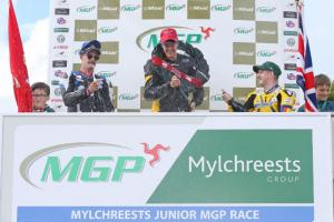 Manx Grand Prix: Redmayne edges thrilling Junior race