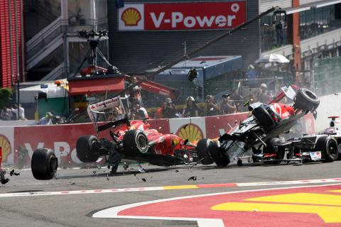 02.09.2012- Race, Start of the race, Crash, Fernando Alonso (ESP) Scuderia Ferrari F2012 and Lewis H