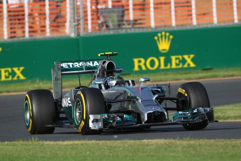 Rosberg comfortably wins season-opener