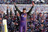 Hamlin pips Truex in closest-ever Daytona 500