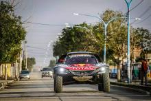 Sainz slapped with time penalty for Dakar incident