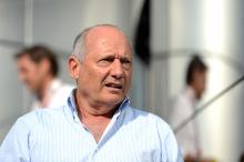 Ron Dennis sells McLaren shares, ending involvement with company