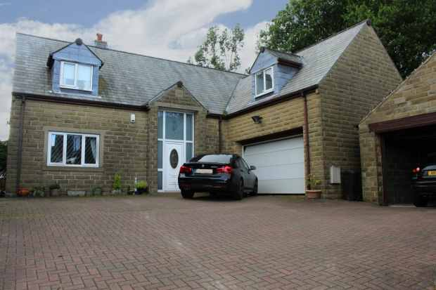 4 Bedrooms Detached House for sale in Pike Law Lane, Huddersfield, West Yorkshire, HD7 4PL