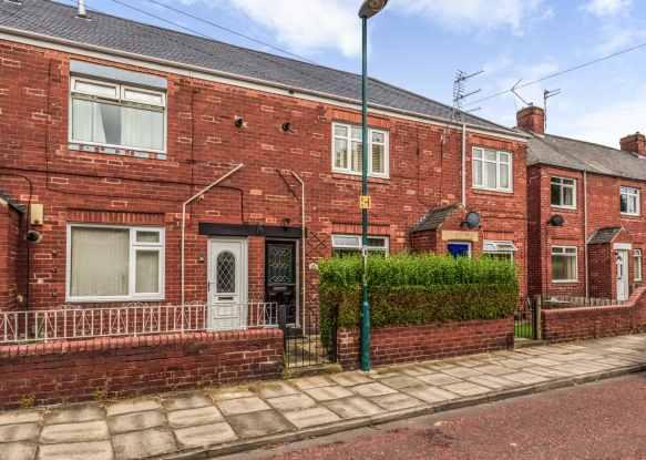 2 Bedrooms Flat for sale in Quarry Road, Hebburn, Tyne And Wear, NE31 2UN