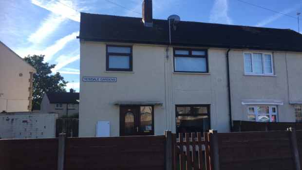 3 Bedrooms Semi Detached House for sale in Yewdale Gardens, Rochdale, Lancashire, OL11 3LD