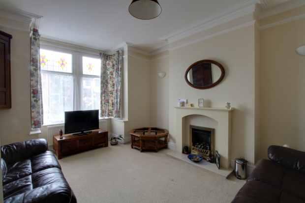 4 Bedrooms Semi Detached House for sale in Moor Road, Leyland, Lancashire, PR26 9HN
