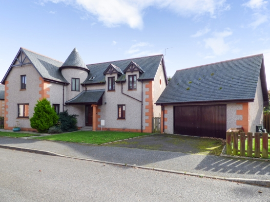 4 Bedrooms Detached House for sale in Lathallan Grange, Montrose, Kincardineshire, DD10 0JE
