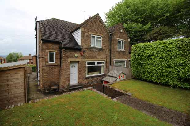 3 Bedrooms Semi Detached House for sale in Hollingwood Lane, Bradford, West Yorkshire, BD7 4AL
