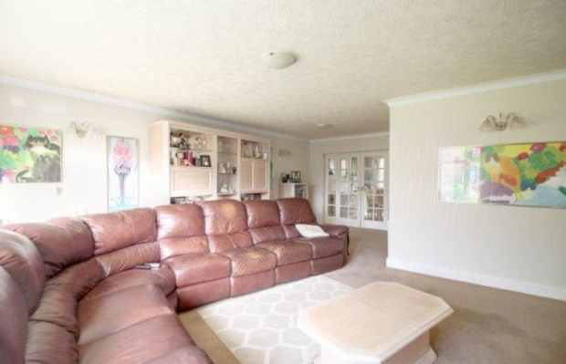 5 Bedrooms Detached House for sale in Leaconfield Drive, Manchester, Lancashire, M28 2WE