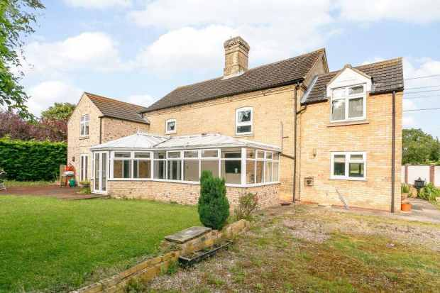 5 Bedrooms Country House Character Property for sale in Chapel Lane, Little Hale, Lincolnshire, NG34 9BE