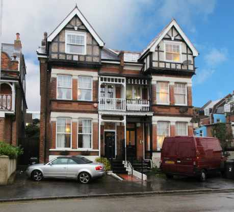 5 Bedrooms Semi Detached House for sale in Queens Road, Broadstairs, Kent, CT10 1NU