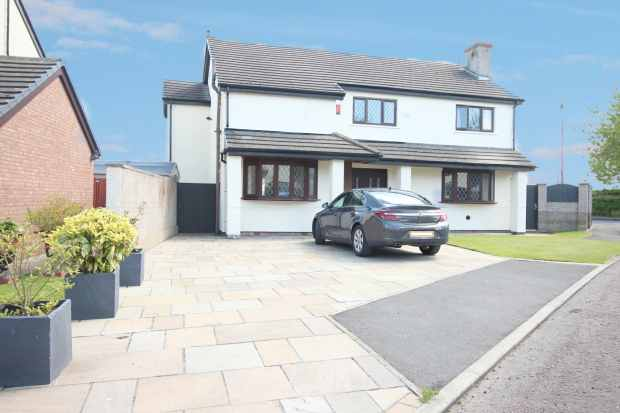 4 Bedrooms Detached House for sale in Church Park, Morecambe, Lancashire, LA3 3RA