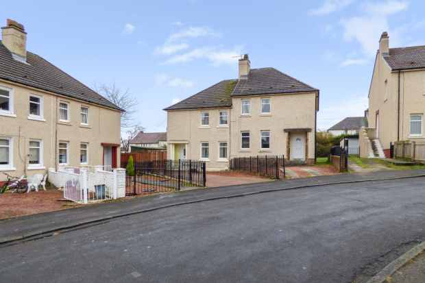 3 Bedrooms Semi Detached House for sale in Fereneze Crescent, Hamilton, Lanarkshire, ML3 9TP
