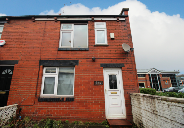 3 Bedrooms Semi Detached House for sale in Bell Lane, Bury, Lancashire, BL9 6HT