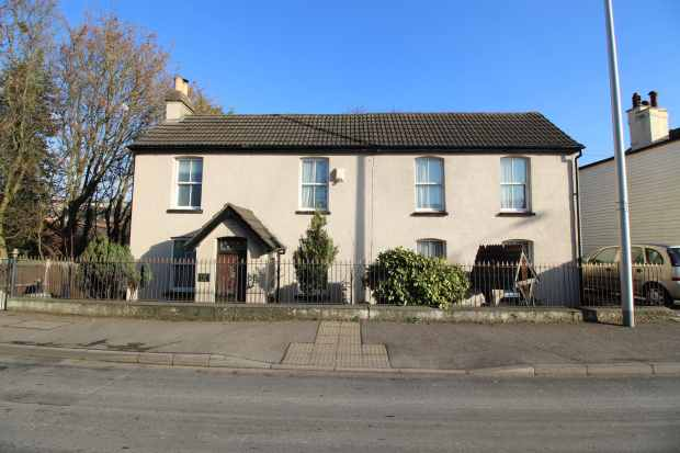 3 Bedrooms Detached House for sale in Capstone Road, Chatham, Kent, ME5 7NH