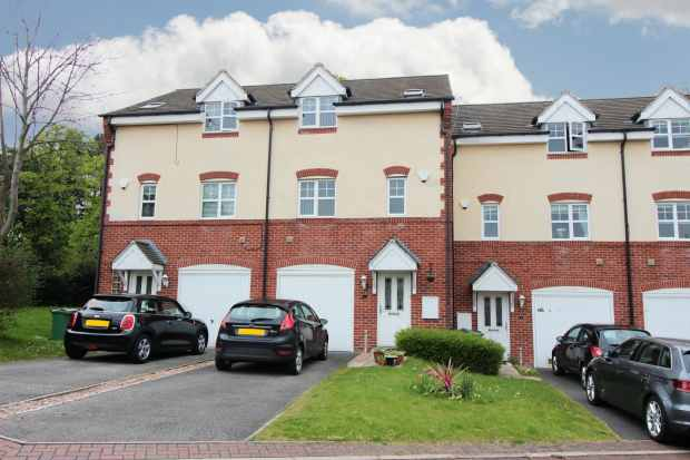 4 Bedrooms Town House for sale in Bishops Croft, Wakefield, West Yorkshire, WF2 6GU