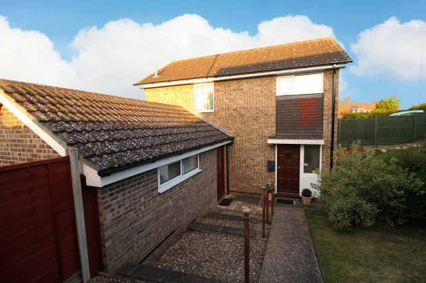 3 Bedrooms Detached House for sale in Lowesby Close, Melton Mowbray, Leicestershire, LE13 1HW