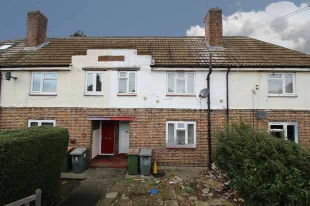 3 Bedrooms Terraced House for sale in Barclay Road, London, Greater London, E13 8SA