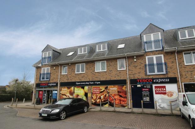 2 Bedrooms Flat for sale in Stockbridge Close, Waltham Cross, Greater London, EN7 6GT