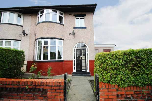 3 Bedrooms Semi Detached House for sale in Reynolds Street, Burnley, Lancashire, BB11 2NL