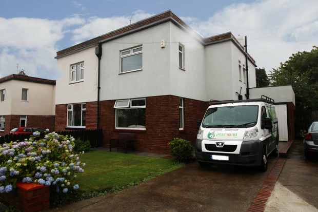 3 Bedrooms Semi Detached House for sale in The Garth, Newcastle Upon Tyne, Tyne And Wear, NE3 4LL