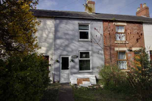 3 Bedrooms Terraced House for sale in Stanton Road, Burton-On-Trent, Staffordshire, DE15 9RW