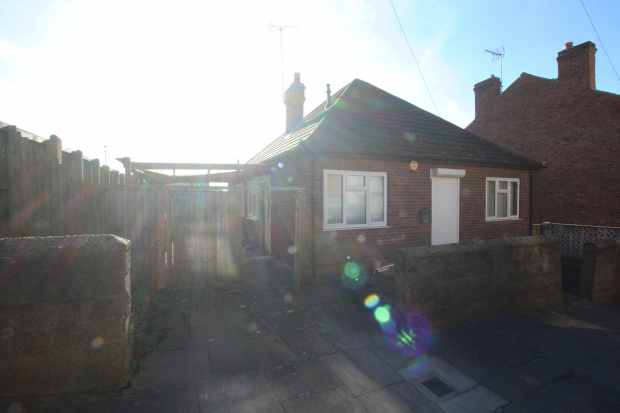 2 Bedrooms Detached Bungalow for sale in Bagshaw Street, Mansfield, Nottinghamshire, NG19 7SB