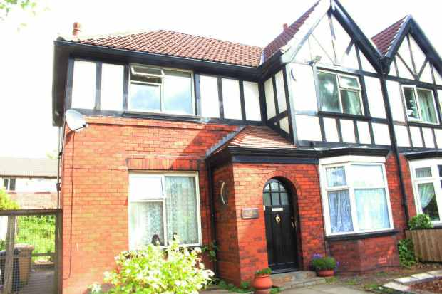 3 Bedrooms Semi Detached House for sale in Crompton Way, Bolton, Greater Manchester, BL1 8UR