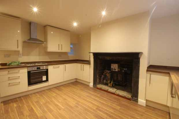 2 Bedrooms Terraced House for sale in Hope Street, Hebden Bridge, West Yorkshire, HX7 8AG