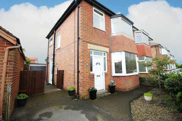 3 Bedrooms Semi Detached House for sale in Newton Avenue, Poulton-Le-Fylde, Lancashire, FY6 8AN