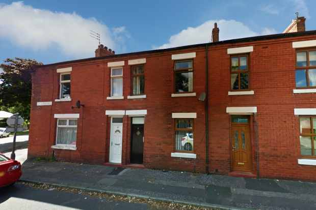3 Bedrooms Terraced House for sale in Balcarres Place, Leyland, Lancashire, PR25 2FH
