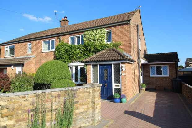 4 Bedrooms Semi Detached House for sale in Gryms Dyke, Great Missenden, Buckinghamshire, HP16 0LN