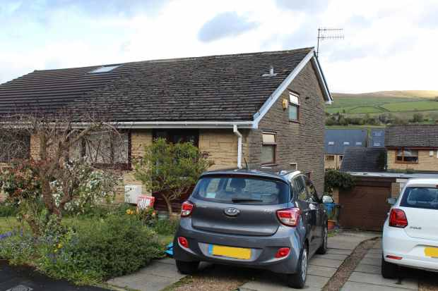 3 Bedrooms Semi Detached House for sale in Ambrose Crescent, Oldham, Greater Manchester, OL3 5XG