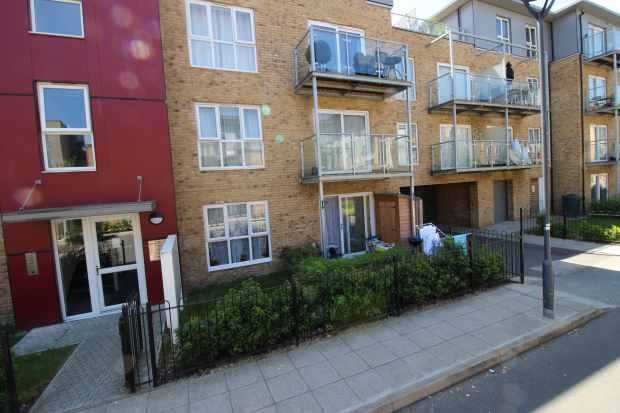 1 Bedroom Ground Flat for sale in Brecon Lodge, West Drayton, Middlesex, UB7 9GJ