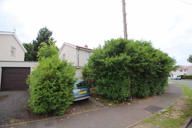 3 Bedrooms Semi Detached House for sale in Severn Road, Walsall, West Midlands, WS3 1NS