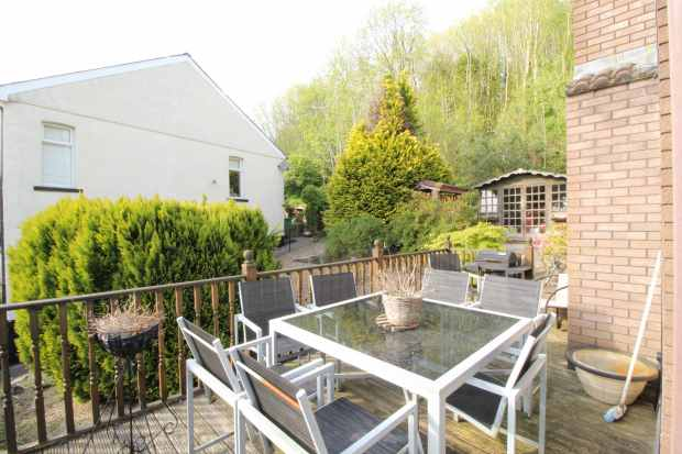 3 Bedrooms Detached House for sale in Viaduct Road, Pontypool, Gwent, NP4 7NU