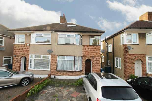 2 Bedrooms Semi Detached House for sale in The Heights, Northolt, Middlesex, UB5 4BU