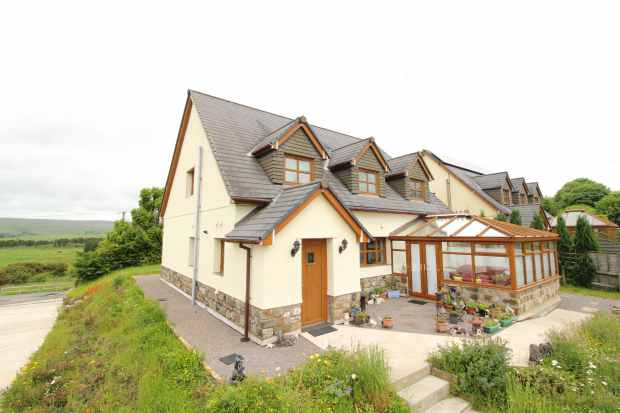 5 Bedrooms Detached House for sale in Brynoer Farm Lane, Tredegar, Gwent, NP22 5QR