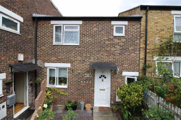 3 Bedrooms Terraced House for sale in Woodcote Place, London, Greater London, SE27 0UE