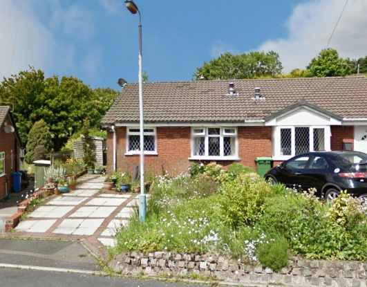 2 Bedrooms Semi Detached Bungalow for sale in Springhall Rise, Oldham, Lancashire, OL4 2TE