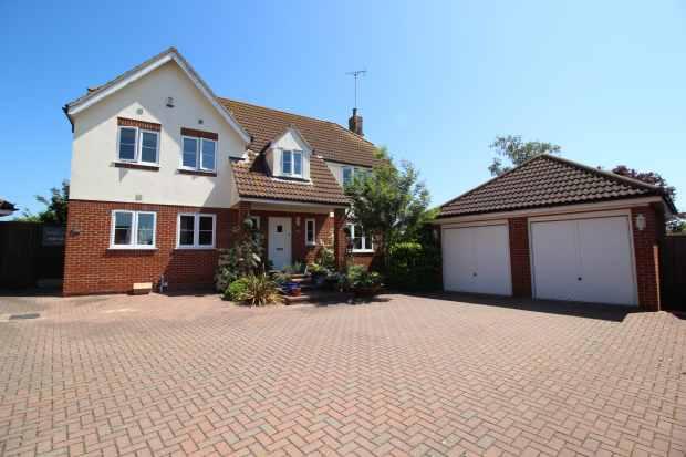 5 Bedrooms Detached House for sale in Goldhanger Road, Maldon, Essex, CM9 4QS