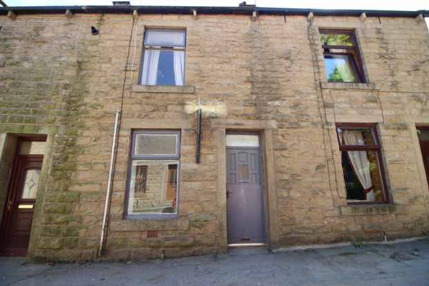 2 Bedrooms Terraced House for sale in Riley Street, Bacup, Lancashire, OL13 8PG