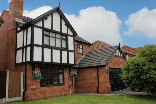 4 Bedrooms Detached House for sale in Templeton Crescent, West Derby, Liverpool, Liverpool, Merseyside, L12 5NE