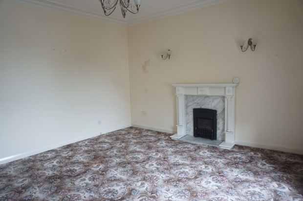 3 Bedrooms Maisonette Flat for sale in Burns Street, Irvine, Ayrshire, KA12 8RW